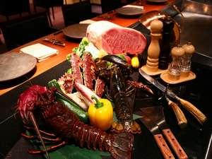 翠山亭倶楽部定山渓:温泉宿では珍しい鉄板焼きを、モダンな「グリルダイニング」でお楽しみください。