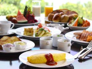 ホテル日航アリビラ:ほんのり甘い紅イモジャムやパインバターが大人気のベルデマールのご朝食