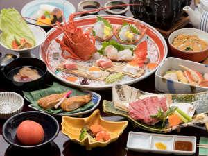 有馬温泉 月光園 鴻朧館:【満月会席】 伊勢海老や明石鯛等、豪華な食材をふんだんに使ったお料理。