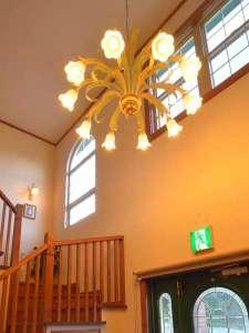 玄関ドアを明けたロビー空間はこんな雰囲気でみなさまをお迎えします