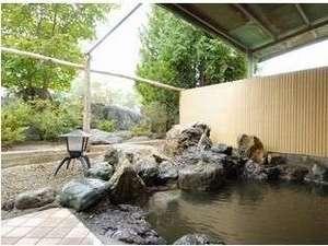 湯元ニヤマ温泉ホテル NKヴィラ:低張性弱アルカリ性源泉 趣のある露天風呂でのんびりと湯浴をお楽しみ下さい