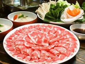 湯元ニヤマ温泉ホテル NKヴィラ:鹿児島産の黒豚を使用した特製しゃぶしゃぶです(写真は2人前)