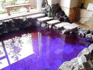 富良野ホテル ベルヒルズ:【露天風呂(女性)】女性用の露天風呂は色鮮やかなラベンダー風呂となっております。