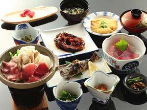 かつらの湯 丸永旅館:鯉・岩魚といった川魚を中心にした田舎料理をお楽しみください。
