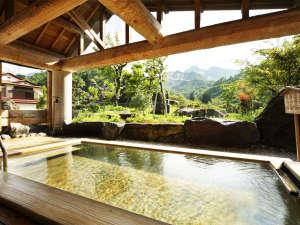 焼山温泉 清風館:*展望露天風呂/美しい山並みや季節ごとの木々の景色を眺めて湯に浸かる、癒しのひとときを。