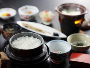 焼山温泉 清風館:*朝食一例/炊き立ての新潟産コシヒカリが嬉しい!ごはんが進む和朝食をご用意致します。