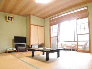 焼山温泉 清風館:*和室10畳一例/純和風、当館スタンダードタイプの客室。広縁付きで眺望も楽しめます。