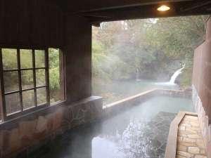 滝の上温泉 お宿花風月:男性用大浴場「滝見の湯」