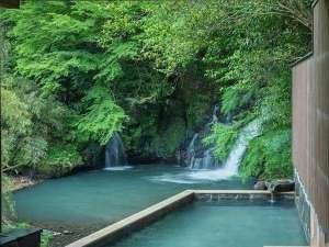 滝の上温泉 お宿花風月:豪快な滝を目前に望む、名物露天「滝見の湯」