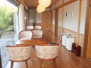熱川温泉堂:*ラウンジにて寛ぎのひと時をお過ごしください。
