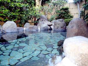 熱川温泉堂:*露天風呂。白田温泉の源泉かけ流し!