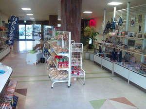 北村温泉ホテル:売店 地元の特産品もあります。