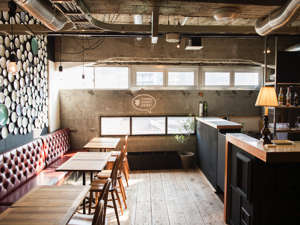 Hostel and Dining Tanga Table ダイニング