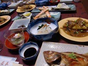 鳥取マリンクラブ:夕食例◆旬の魚介を中心とした和定食,お造り,煮魚、小鉢等、、、