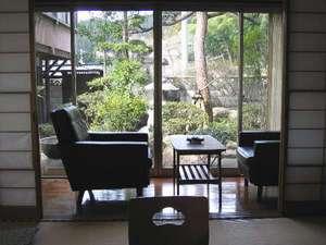たみや旅館:お部屋からみた庭