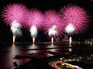 ★熱海海上花火大会!夜空に舞い上がる、美しい花火は熱海温泉の風物詩です。