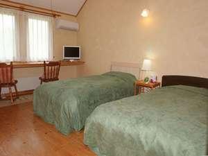 レイクサイドリゾート クッシャレラ:広々としたお部屋は無垢の木と漆喰仕上げの快適空間