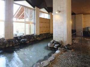 大浴場(岩風呂)大浴場から中庭をご覧いただくことができます。