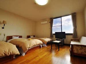サンタフェコテージ客室/一例最大4名まで対応可能です。