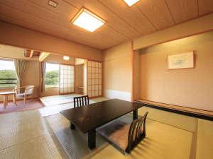 清涼館…全室南向き・角部屋構造。和の雰囲気が心地よい広々とした和室です。