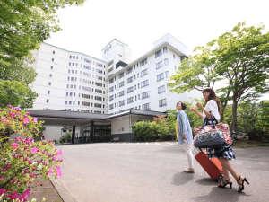 昼の外観…仙台西部ライナー・宮城交通の最寄りバス停より徒歩約1分の距離です