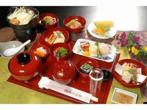 眺望清逸の宿 延暦寺会館:伝統に育まれた精進料理。多くのお客様評価頂いております。是非ともご賞味下さいませ。
