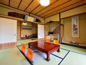 料理旅館 蕪水亭:*【一水の間】飛騨の歴史が感じられる家具や備品を配した落ち着いたお部屋です。