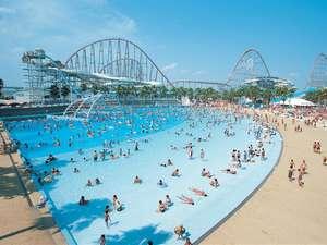 ホテル ナガシマ:サーフィンプール。打ち寄せる波で、気分は海水浴!