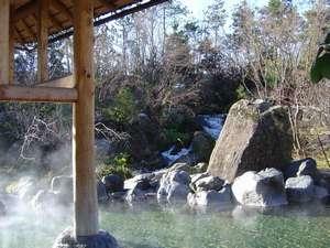 ホテル ナガシマ:湯あみの島。四季を感じながらゆったり露天風呂。