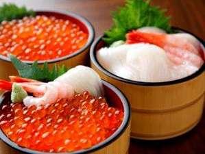 海の幸たっぷり海鮮丼