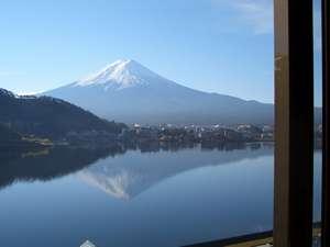 富士と湖を望む絶景宿 グリーンレイク:部屋から観た富士山