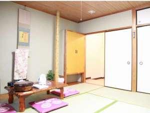 富士旅館:大変静かな和室です。ゆっくりとおくつろぎできます。