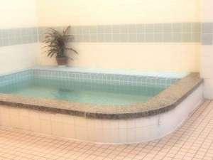 富士旅館:少し広めの浴室です。