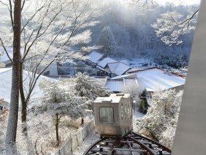 登山電車で行く絶景露天風呂の宿 常盤館:常盤館の名物。展望露天風呂「雲の助」に行くための専用登山電車。冬も運行しています。
