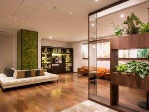 FORZA ホテルフォルツァ博多(筑紫口):緑を基調とした癒しのロビーラウンジです