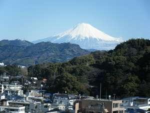 スマイルホテル静岡:12階客室から観た富士山。(上記画像は冬季に撮影したものです。夏~初秋は雪がございません。)