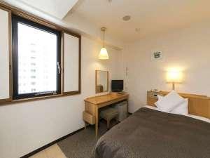 スマイルホテル静岡:シングル。西側の客室からは静岡市中心部方面がご覧いただけます。