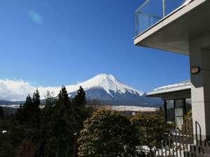 レイクサイド山中湖:ロビーからの 『富士景色』 (^^)