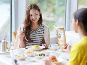 【ランチ】女性に人気のパスタセットや海鮮丼などございます♪