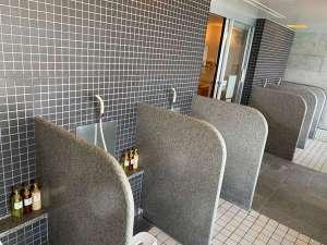 シャワーは5台あります。内湯はないので、シャワーを浴びたら露天風呂へGo!
