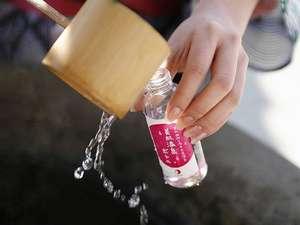 【湯薬師広場】「たらい湯」で、美肌の湯を『美肌温泉ボトル』に詰めてお持ち帰り♪