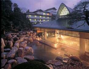 【大浴場 神話の湯】広々と開放的な露天風呂でごゆっくりとお過ごし下さいませ