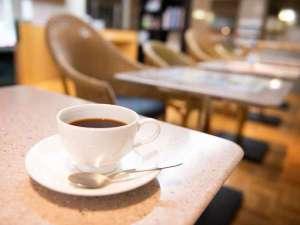 1Fのライブラリーでは14:00~21:00に無料の挽きたてコーヒーをお召し上がり頂けます