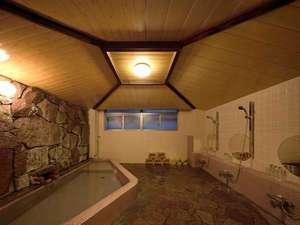 アドレス野沢:アドレス野沢の内湯は昭和の湯を引湯。野沢温泉の数ある源泉の中でも名湯として有名。