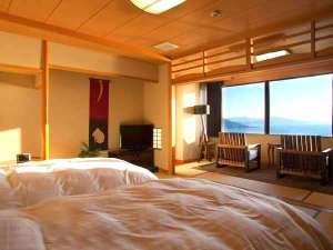 1日8組限定 ~間人蟹と地魚料理~ 大人の絶景隠れ宿 寿海亭:【最上階客室「天海」】寝心地抜群のシモンズ製のセミダブルベッドの客室。