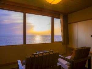 1日8組限定 ~間人蟹と地魚料理~ 大人の絶景隠れ宿 寿海亭:【最上階客室「天海」】おふたりの大切なお時間をゆっくりとお過ごしください。
