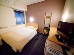 スーパーホテル御堂筋線・江坂:シングルルーム:140㎝幅のセミダブルベッド(定員2名)