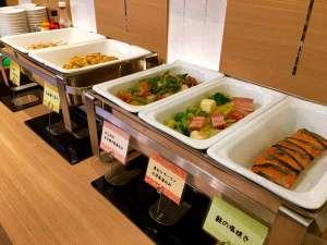 スーパーホテル御堂筋線・江坂:無料健康朝食(ビュッフェスタイルでございます)