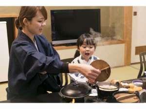 ホテル高砂:すべてのプラン部屋食です。(夕食)陶板であつあつのお料理をどうぞ♪