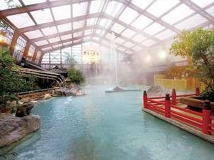 大浴場/多数の源泉を持ち、豊富な湯量を誇る、スケール満点の掛け流し式天然温泉